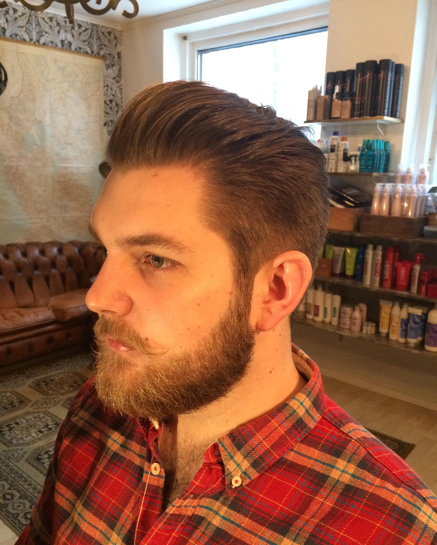 Skägg och hår. En klassisk klippning med ökande längder skägget har ... 0f986a7ec83bf